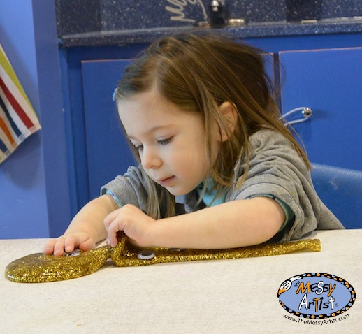 the messy artist sensory play
